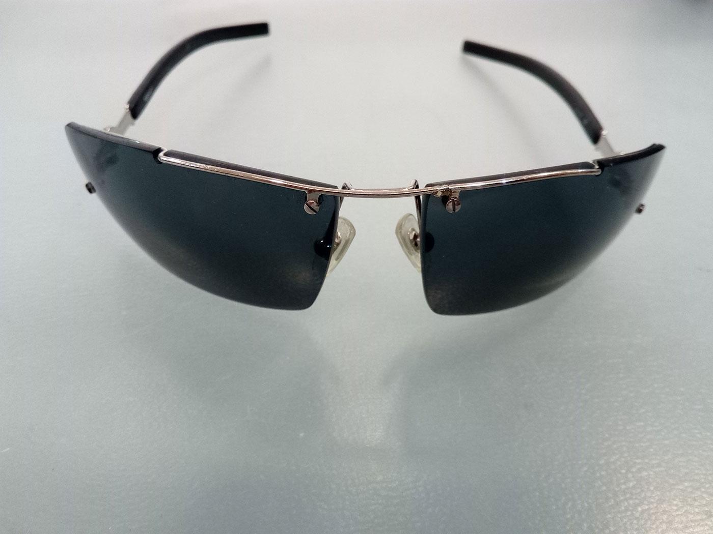 Σπασμένο πλαίσιο από γυαλιά ηλίου